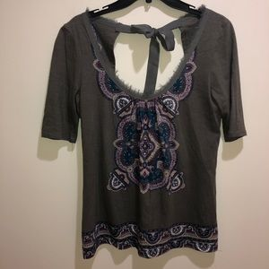 Anthropologie Akemi + Kin Size S Gray Floral Top